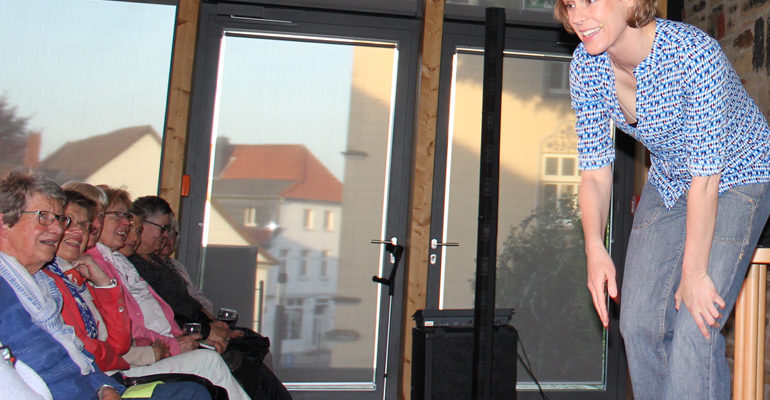 Inka Meyer im Lila Salon: Der Teufel trägt Parka