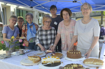 Kuchenverkauf: 500 Euro für die Internationale Kötterbach-Kindergruppe