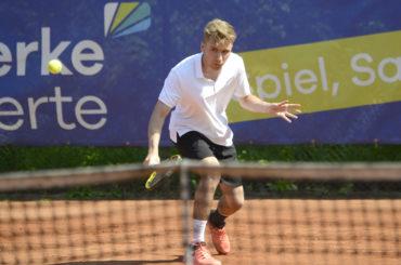 Tim Schmidt ist dreifacher Schwerter Tennis-Stadtmeister