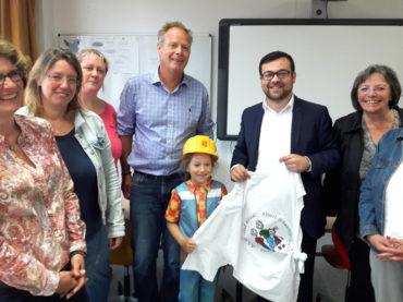 SPD besucht die Albert-Schweitzer-Schule: Sanierung soll kein Flickwerk geben