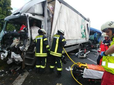 Wieder ein LKW-Unfall auf der A1 – Drei verletzte Fahrer