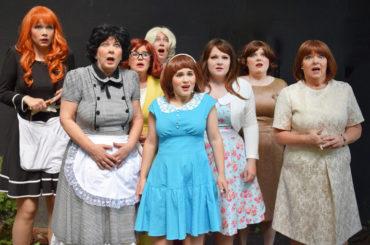 """""""Die acht Frauen"""": Eine von ihnen ist die Mörderin"""