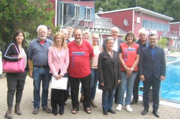 Verwaltung besucht das Elsebad: Bürgermeister lobt ehrenamtliches Engagement