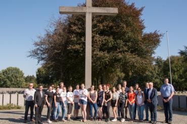 Auszubildende besuchen deutsche Kriegsgräberstätte