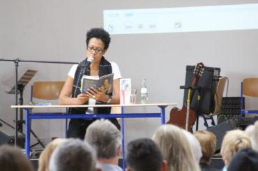 Literaturpreisträgerin Mo Asumang: Eine mutige Frau gegen Rassismus und Diskriminierung