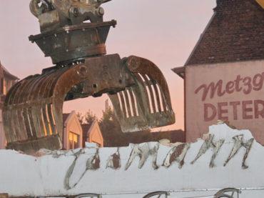 Die Fassaden sind gefallen – Und was passiert mit der Dugena-Uhr?