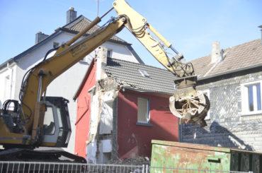 Der Bagger baggert: Essmann-Immobilie wird bald verschwunden sein