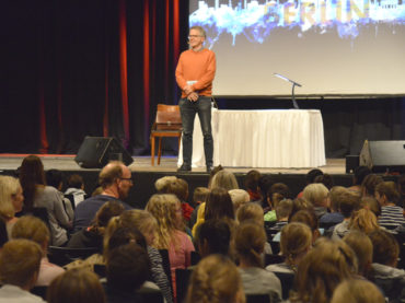 Literatur macht Spaß: Jürgen Banscherus und Emil Flinkefinger begeistern Schülerinnen und Schüler