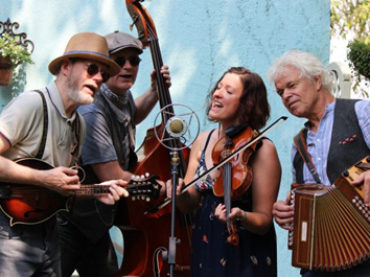 Claudia Rudek Acoustic Band spielt im JAVANA