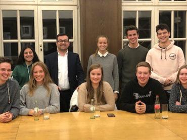Am Runden Tisch mit Schülersprecherinnen und -sprechern